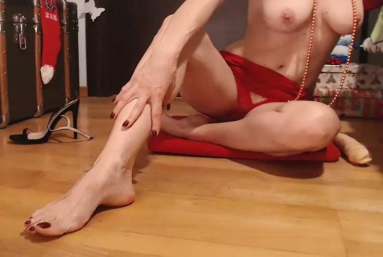 性感鲜红情趣内衣的勾引挑逗配上浑圆美臀让人想打包带回家