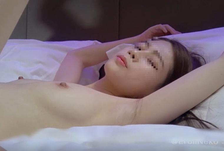 皮肤白皙网红女神被摄影师玩的淫水哗哗流 最后被内射淫荡对白