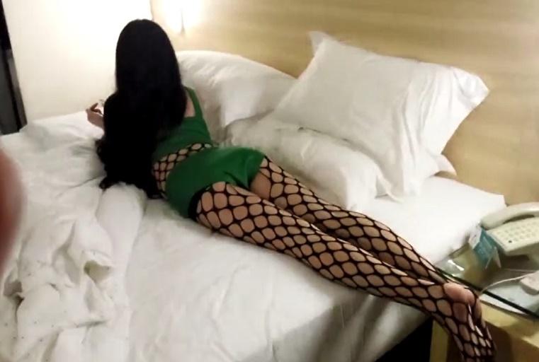 操到的高级绿茶婊!!周末假期酒店约炮苏州长腿极品模特女神穿着情趣制服主动求操呻吟声销魂