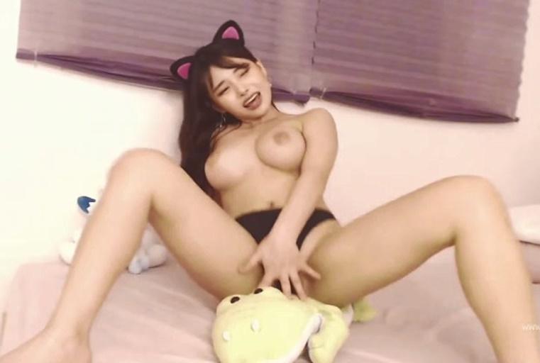 我是你可爱的小猫~浴室淫娃的堕落~自慰激情爆插~