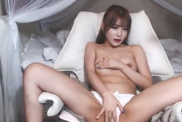 长得酷似某韩国女星,皮肤白皙骚逼粉嫩嫩的