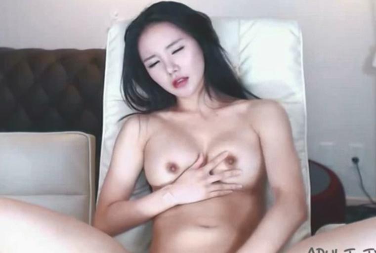 电眼主播在线裸聊~自拍福利视频雪白大奶很是诱惑