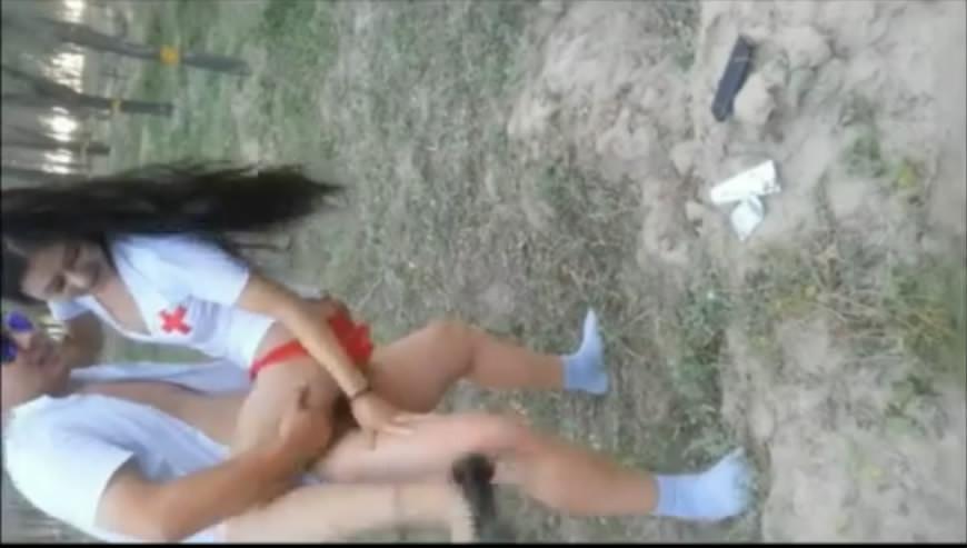维吾尔高挑美女兼职模特野外玩角色扮演小树林开战
