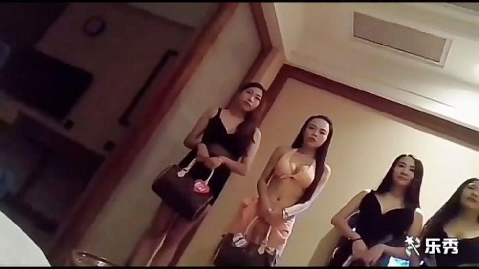 大神安徽高级洗浴会所高价找了个皮肤白皙苗条大胸女技师,口爆多姿势猛操