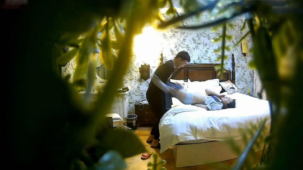酒店偷拍大学妹子和男友开房啪啪蹲式抽插把妹子操的欲死欲仙,叫床声真绝了