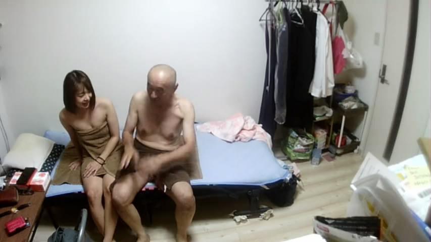 家庭网络摄像头偷拍独居大爷嫖妓看大爷的舔逼的姿势年轻肯定是个老司机