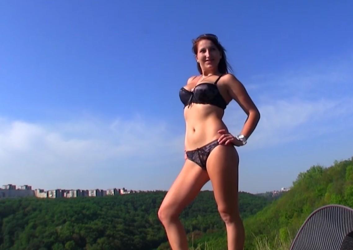 欧洲少女野外郊游和炮友约拍性爱视频和写真被爆操