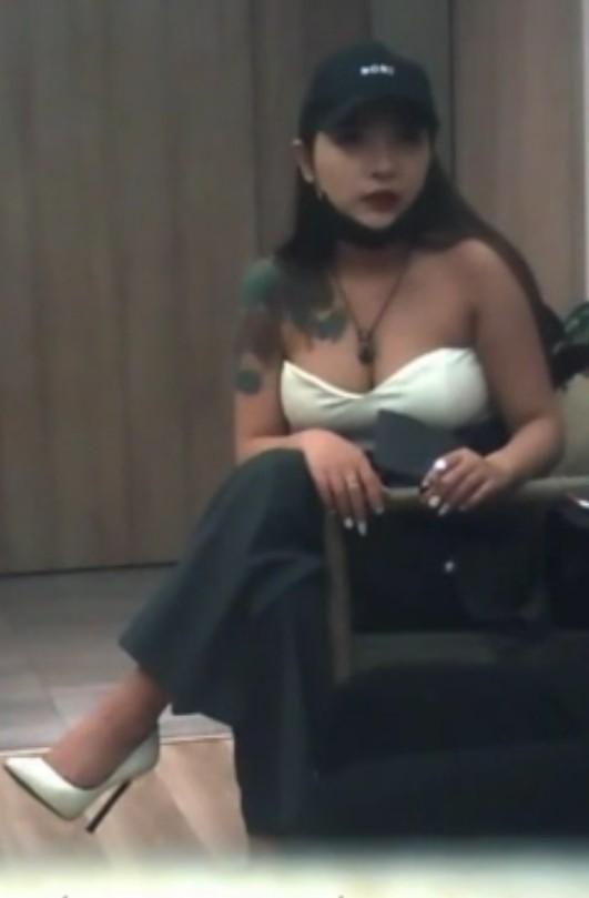 刷了不少礼物约炮极品网红女主播雅X儿酒店啪啪1080P高清无水印版
