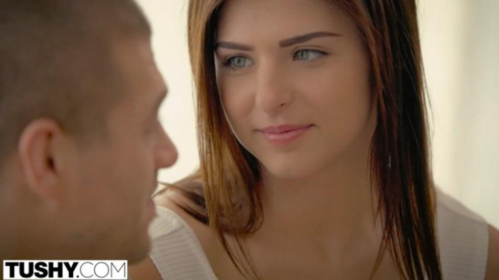 第一次为男友献上后门,看表情有点痛苦