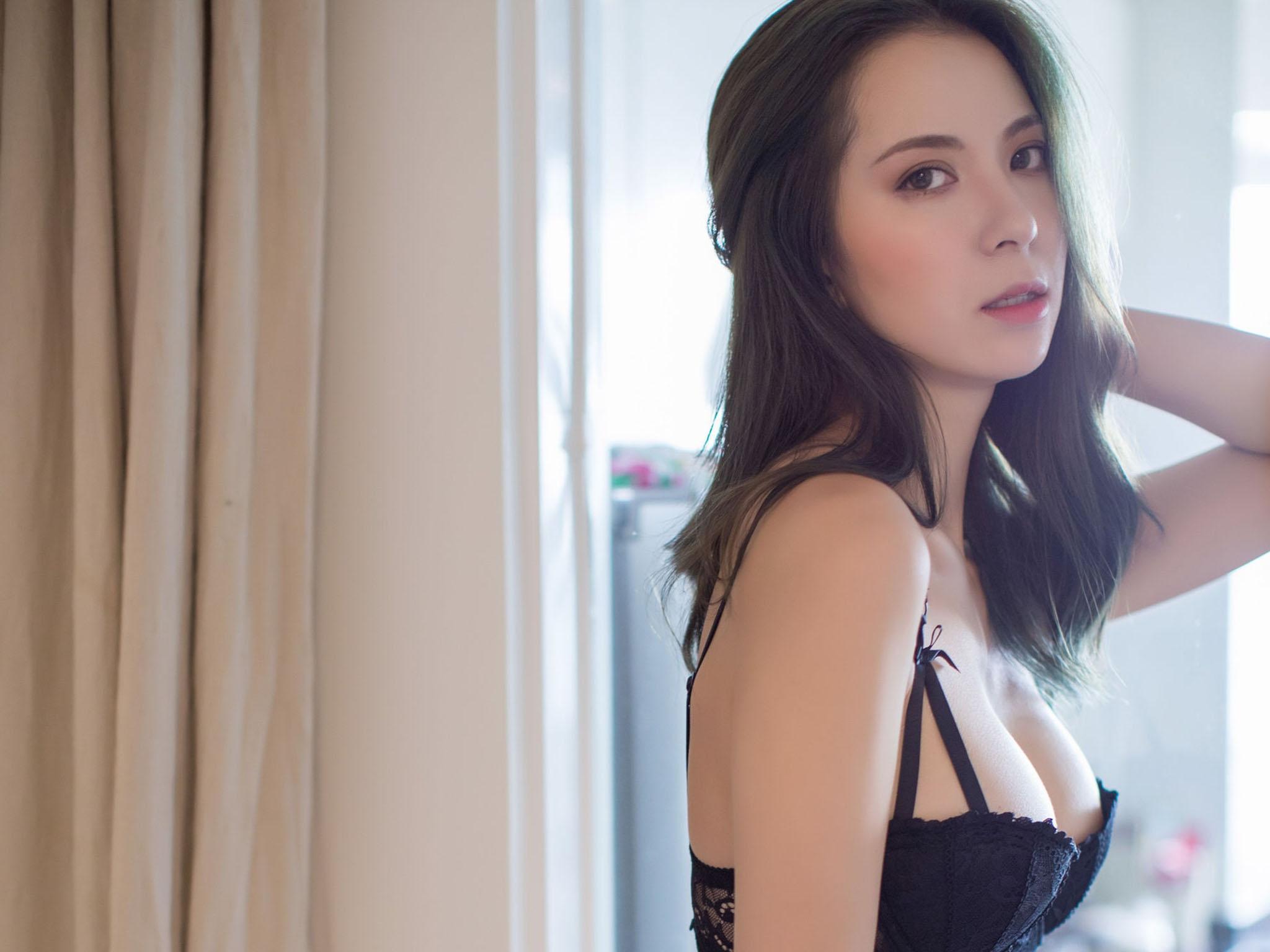 上海外企气质漂亮美少妇趁老公出差和公司主管家中偷情操逼 细腰肥臀拽着头发后入 猛打屁股快速抽插 干的呻吟浪叫!