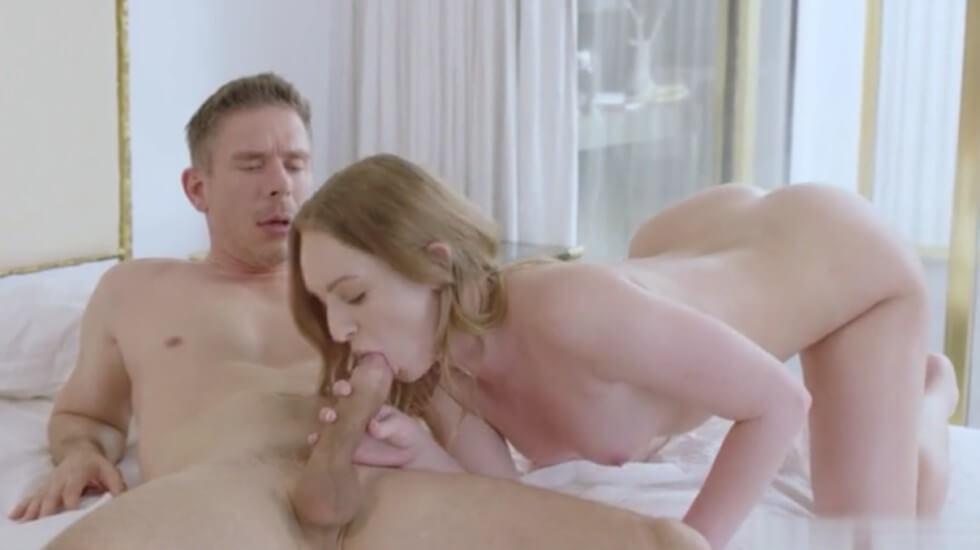 性感小美女在家被老公插的不要不要的