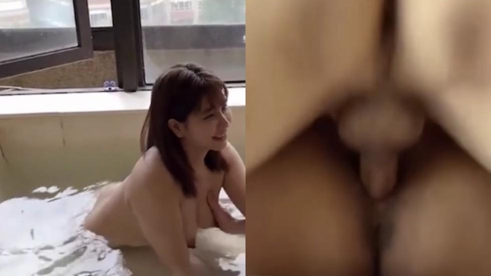 在温泉里拥抱着淫荡的人妻进行抽插边想着干的是别人的老婆,格外兴奋