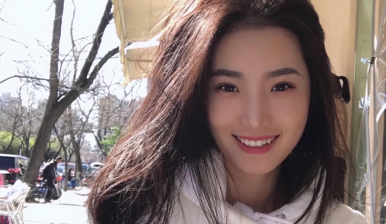 北京嫩模瑶瑶御姐范和男友玩裸体性爱厨房一边做菜一边被玩逼貌似厨艺还不错