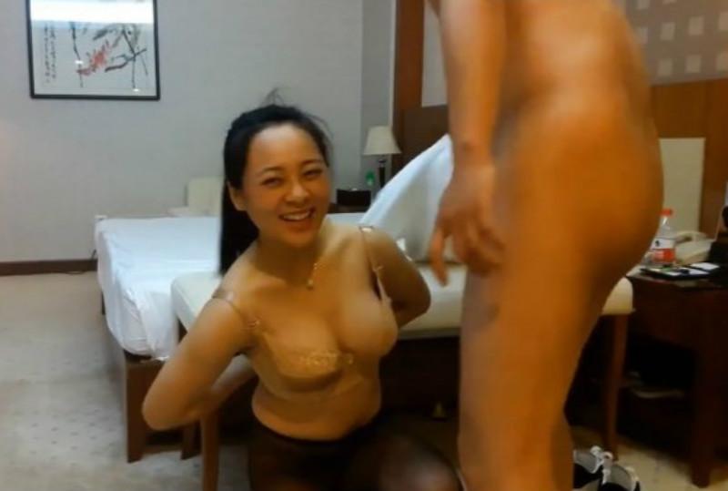 性感黑丝开裆大胸妹张倩琳正面侧面近景拍摄