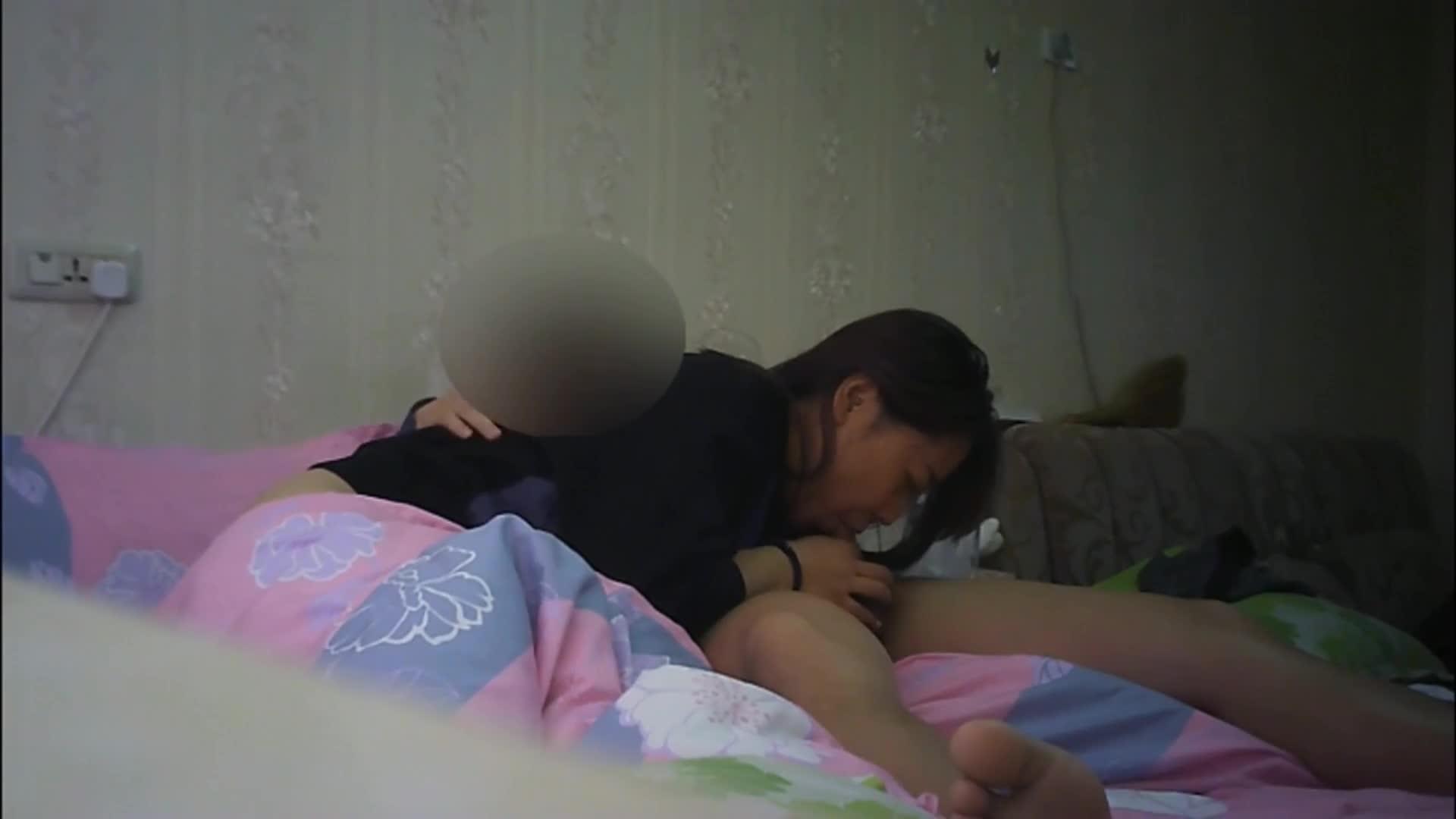 寂寞丰满少妇趁老公不在家把情夫领家里偷情饥渴难耐衣服不脱沙发上搞一炮回床又干一炮国语1080P原版