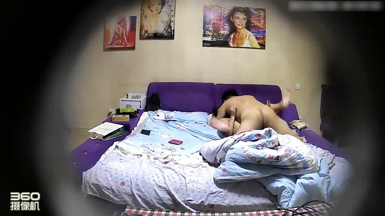 对白搞笑长发大奶妹子让男友躺下主动上来吃肉棒激情69互舔边干边用手机拍嘴洞B洞来回插激情四射
