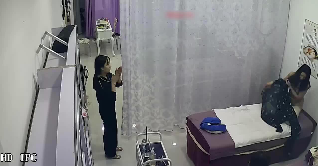 破解养生馆网络摄像头偷窥个身材不错的妹子做理疗