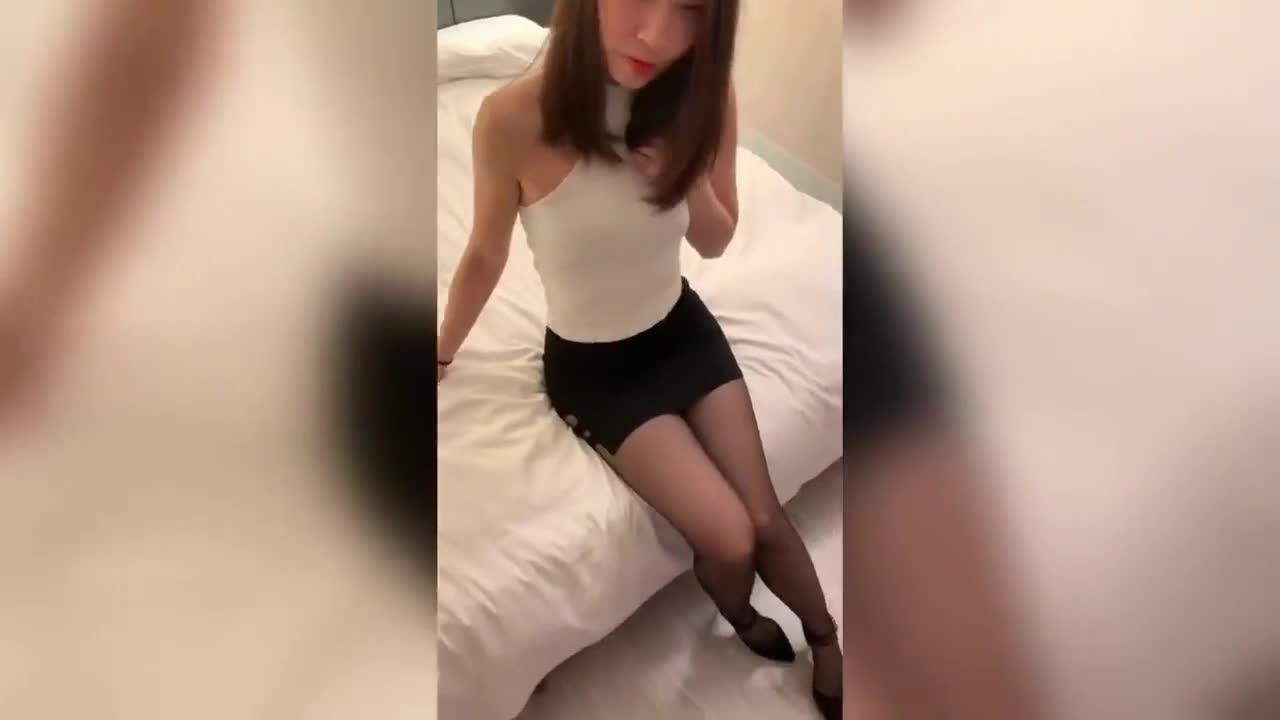 台湾SWAG『邦妮』OL女秘书 口交丝袜打脚枪69 淫荡骚叫 吃光你的精