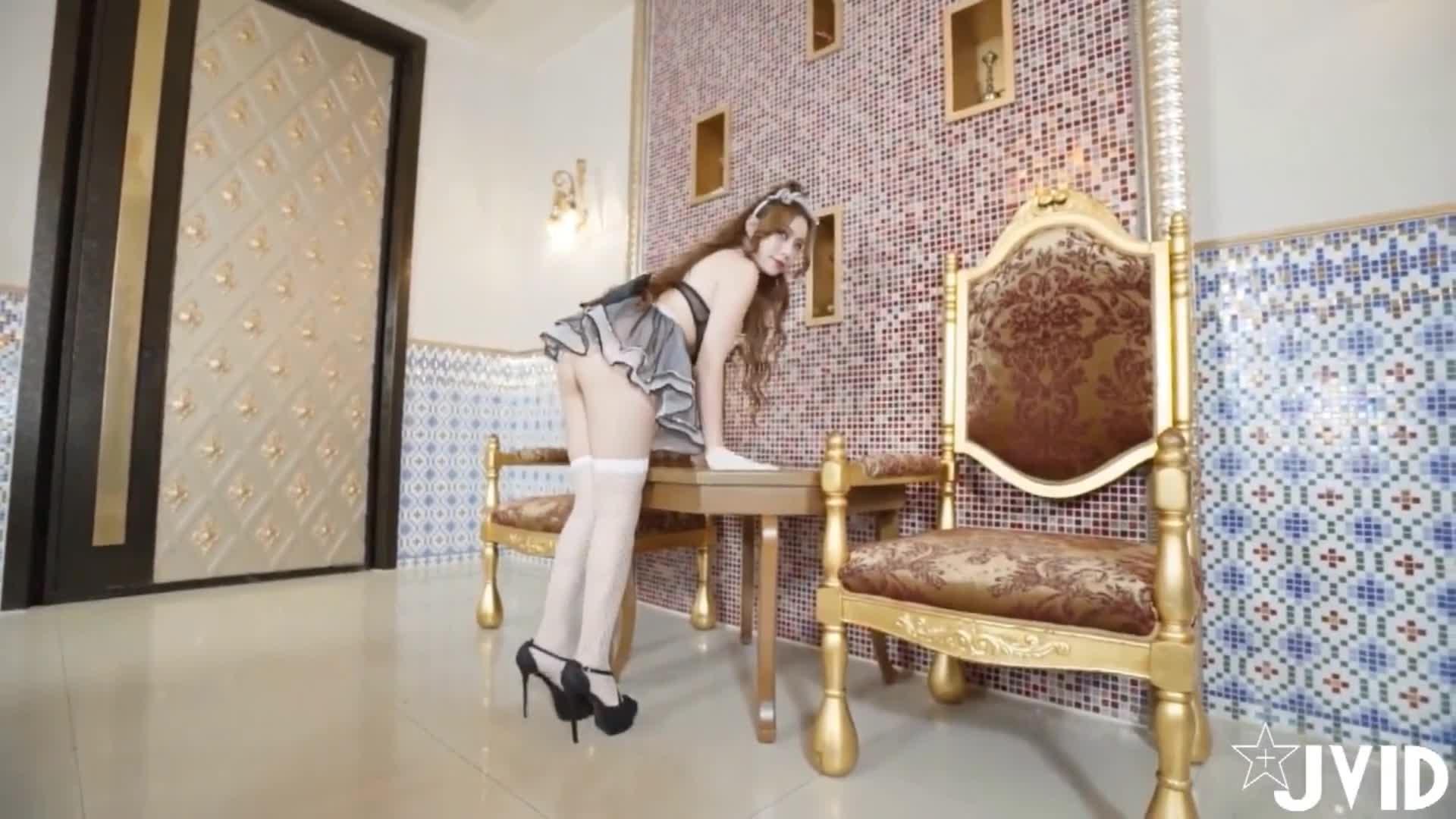 台湾Betty超靓嫩模E奶羽沫(张语欣)VIP情爱视频之性感女仆装台球案上模拟啪啪啪诱惑十足1080P原版