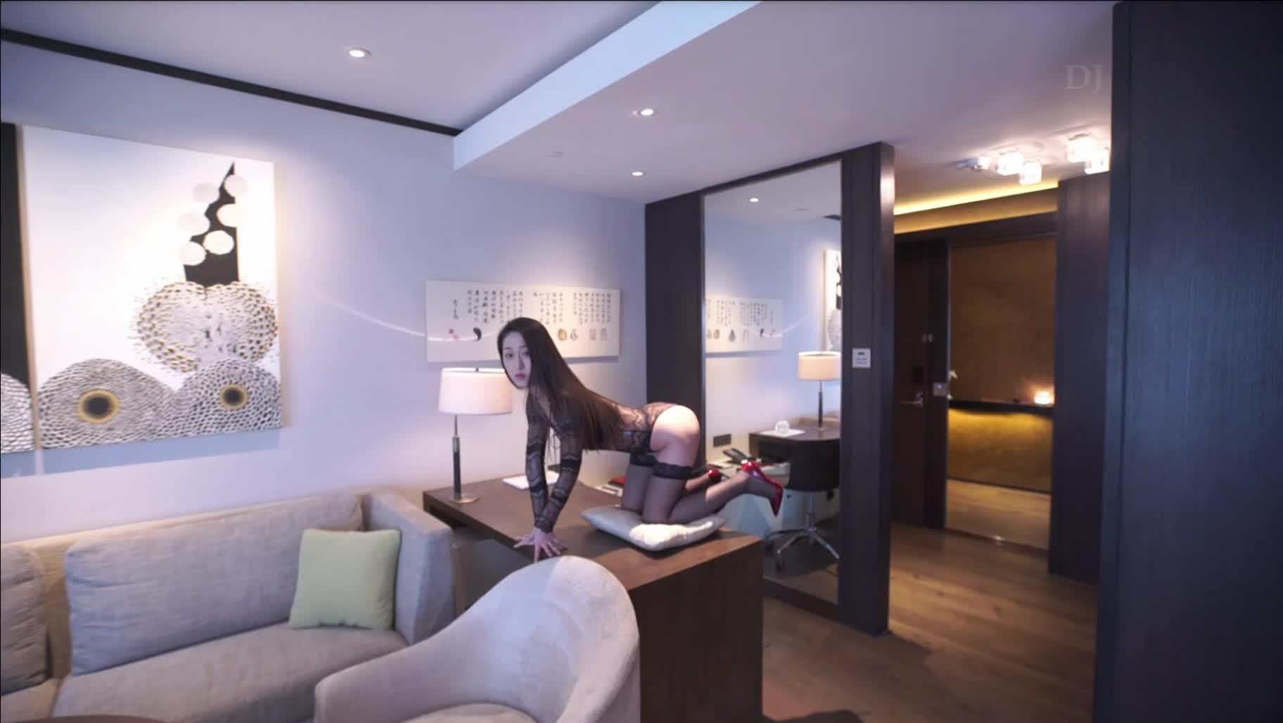 G哥精品大尺度白金版视频流出风吟鸟唱气质模特刘X然跪着给摄影师吃屌1080P高清原版