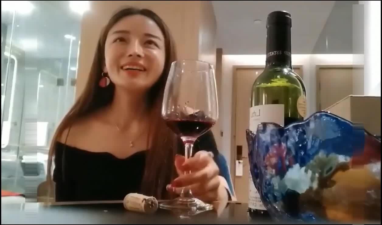 全国探花 偷拍铁牛哥约个素质妹喝点红酒啪啪