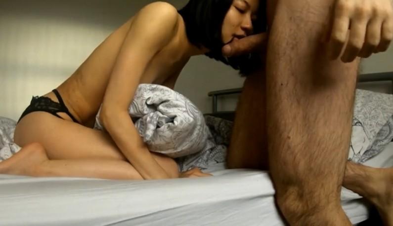 性感大学妹子爱上同校洋男,上面的嘴跟下面的穴都要他的洋肠来餵~