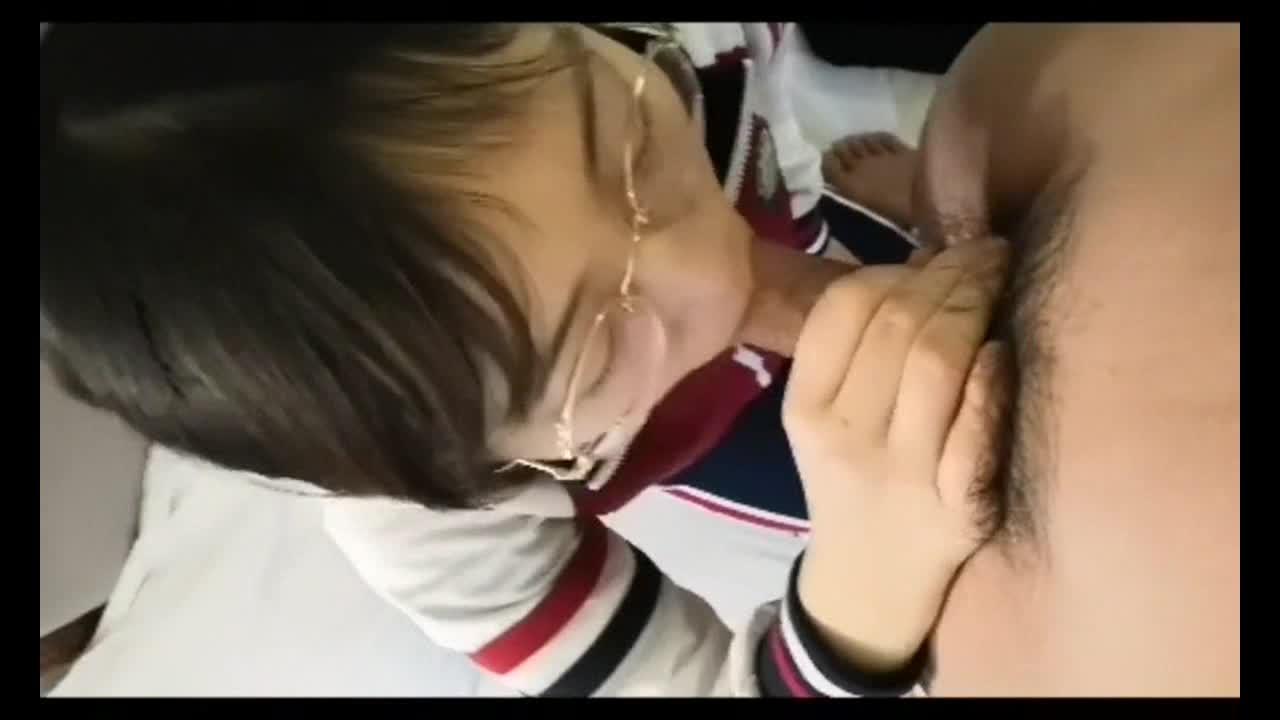 【网曝门事件】河南实验高中眼镜学妹大尺度性爱私拍流出 穿着红色校服激烈啪啪 高清私拍66P 高清720P最全版