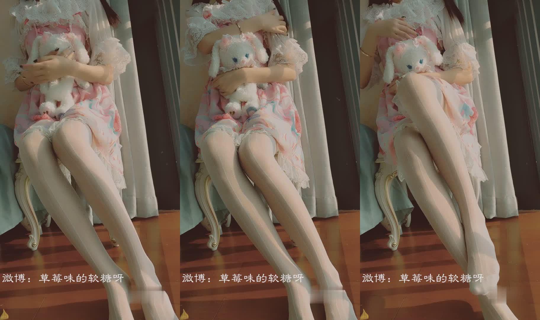 最新网红美少女『草莓味软糖』VIP定制 萝莉少女与向日葵 无毛嫩穴 骚话诱惑