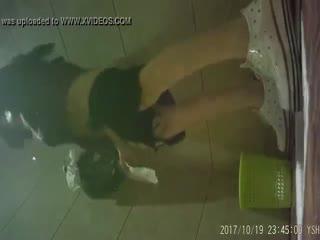 回顾国内某酒店会所KTV内女厕偷拍偷窥集4,女主角长得还行