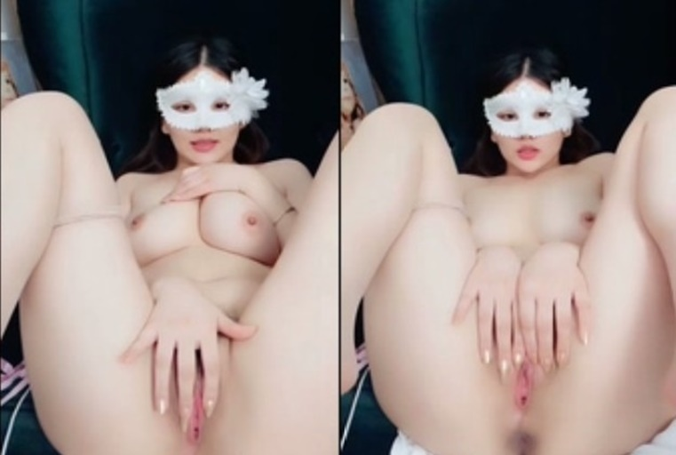 丰满身材皮肤白皙面罩妹子自慰秀 全裸自摸粉逼翘着肥臀振动棒震动逼逼 很是诱惑喜欢不要错过