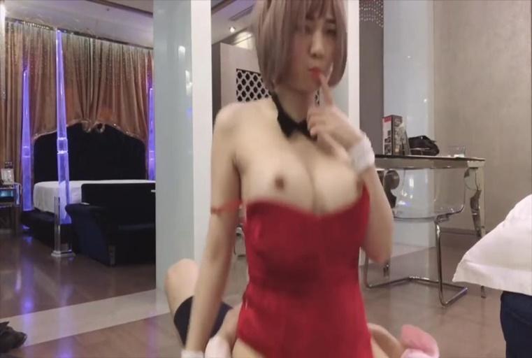 最新〔台湾SWAG〕长腿美人『ladyyuan』打电话call来的应召兔女郎 露脸露点乖巧服服务烈性爱