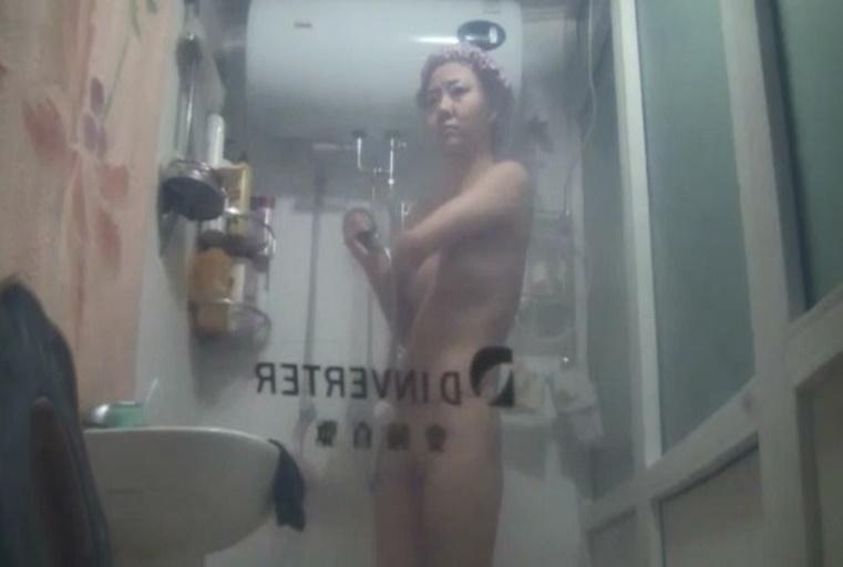 偷拍性感女伴娘洗澡全过程(站着撒尿挺刺激)清晰国语对白fe5