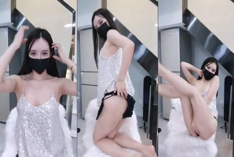 [中文主播外流]美少女全裸嫩逼搔首弄姿~不用多久就全脱了!!