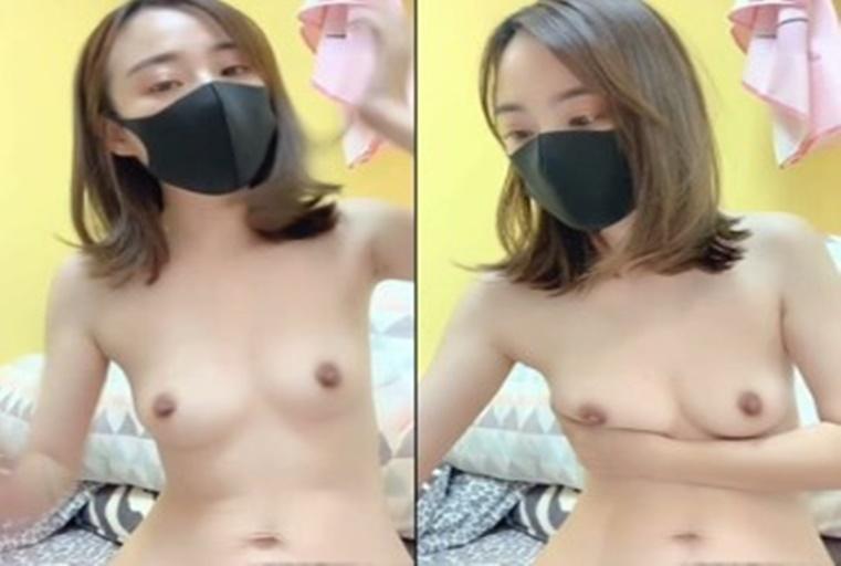 UT女主播展露粉嫩颜色逼逼超诱惑