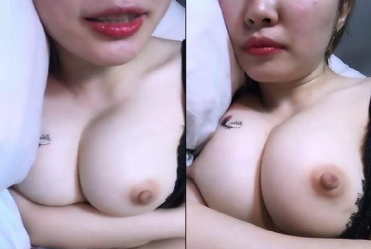 高颜值极品美乳美女主播穿露乳情趣内衣乳形极佳揉奶舔奶