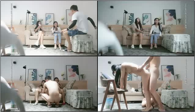 高清画质约了两个嫩妹玩双飞,左拥右抱扣逼玩弄,台子上抽插