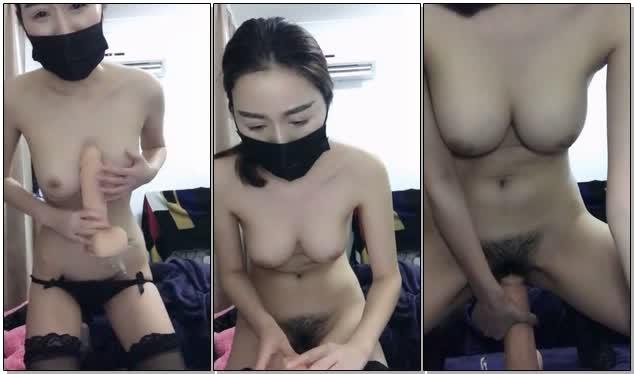 【精品】(竖屏高清)【精品】口罩遮脸+长筒黑丝 超大号假JB女上位 只能插进去一点