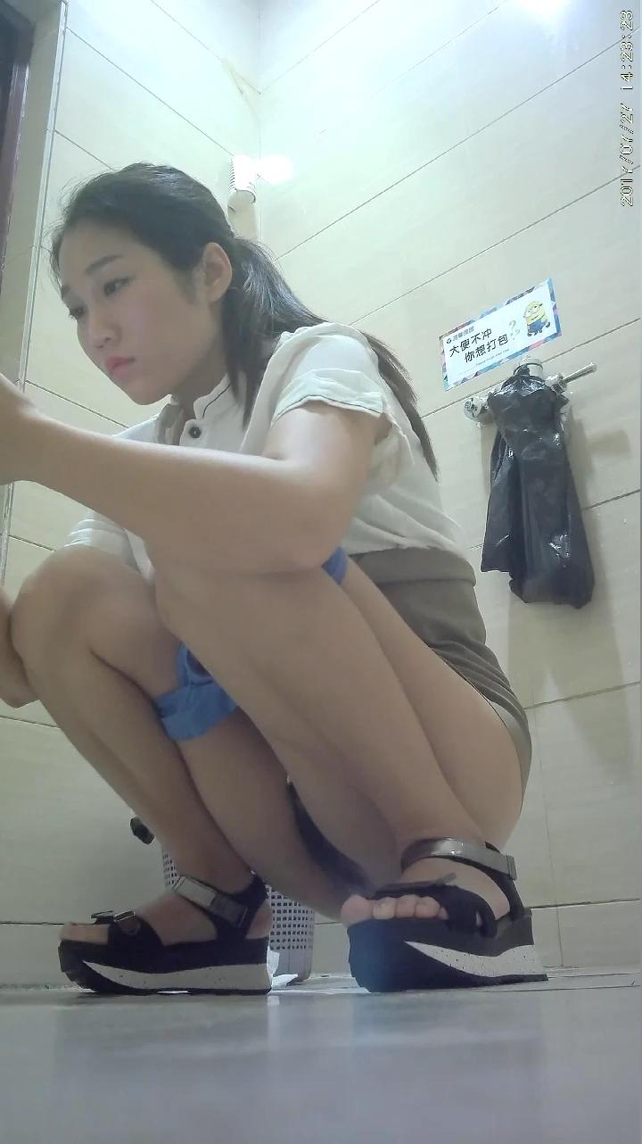 [短视频区] 厕所偷窥_经典高清,商场女厕所大胆偷拍高跟小姐姐,美屄,大屁股,很久没上传了,求通过!