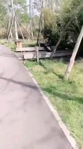[短视频区] 公园跑步,玩骚穴,胆子真大…