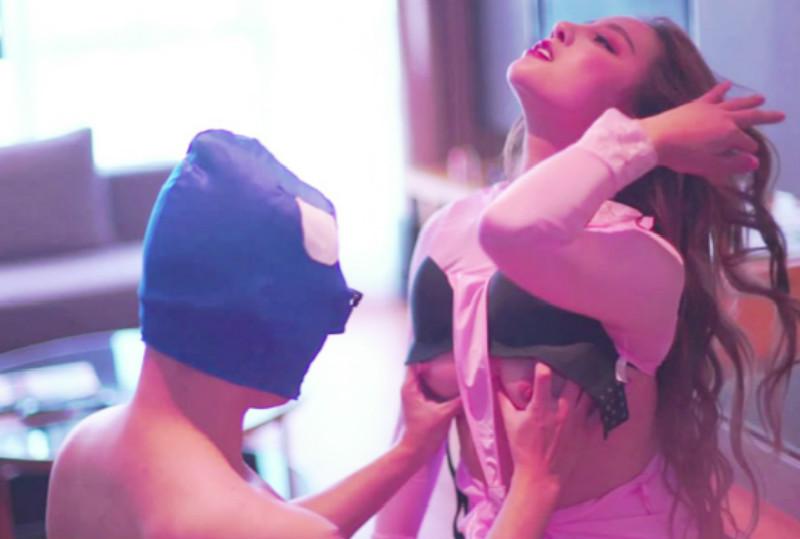 【超清专题】重磅福利果哥罕有尺度精品面具男在女神筱慧肉體上做餃子全身亂摸